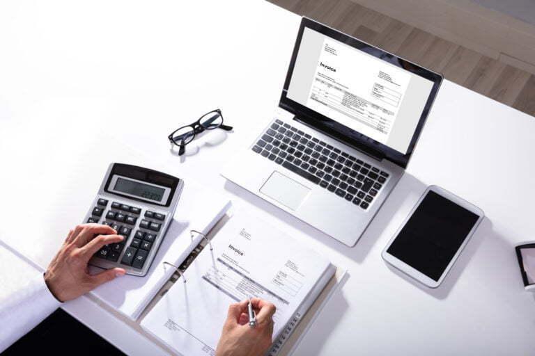 ¿Cómo hacer una factura de forma fácil? 3 elementos