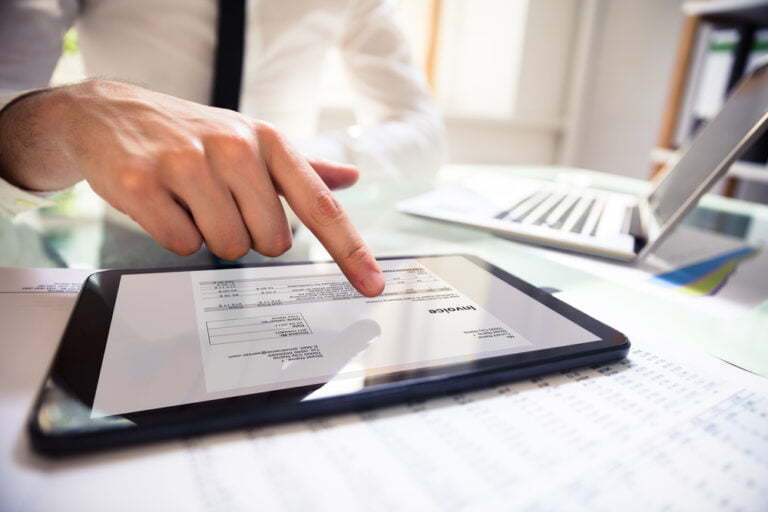 ¿Sabes como realizar una factura electrónica correctamente? Te lo contamos